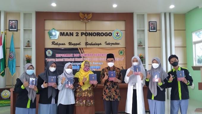 Gandeng Mahasiswi UNIBRAW, KIR MAN 2 Ponorogo Adakan Seminar dalam Kegiatan Reformasi