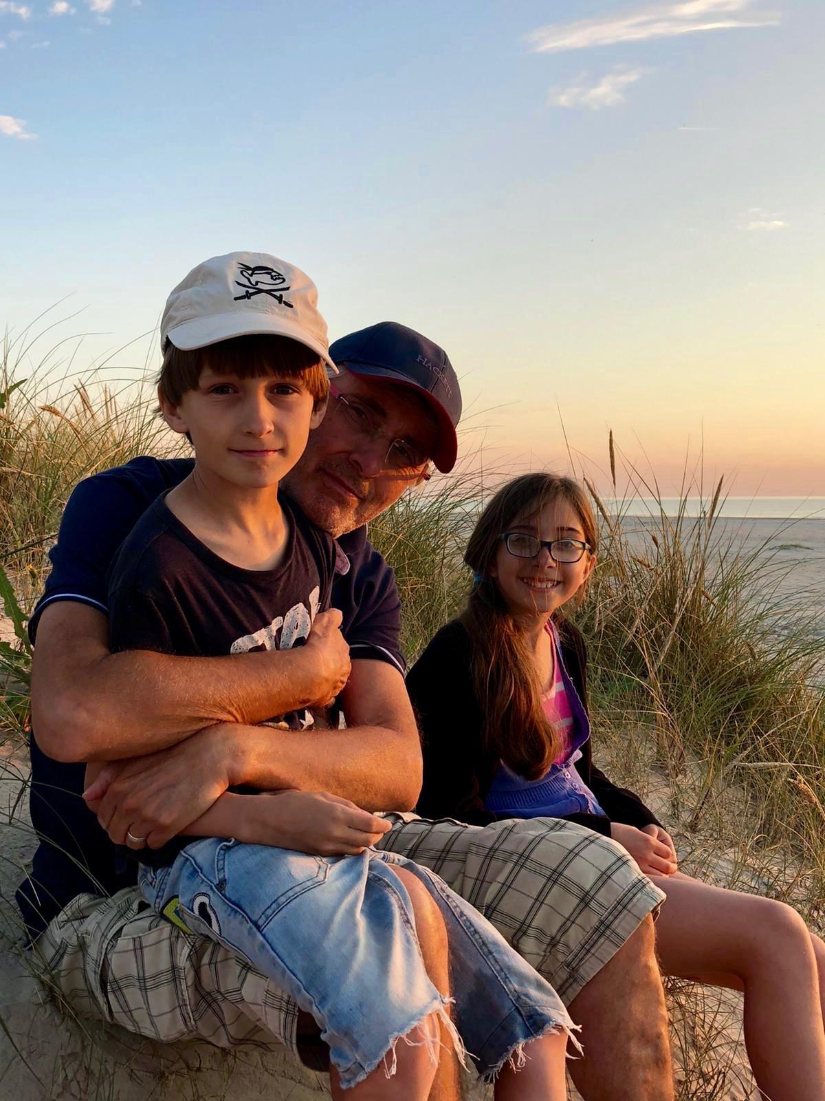 Dänemark-Rundreise im Sommer 2020: Meine Familie am Strand von Grønhoj
