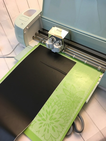 Cutting vinyl on cricut explore air2