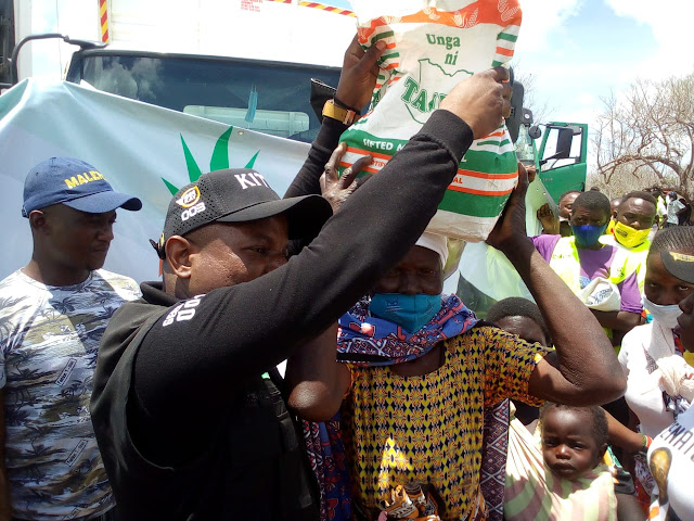 Lawyer George Kithi distributing food in Bamba, Ganze constituency. Photo : FILE