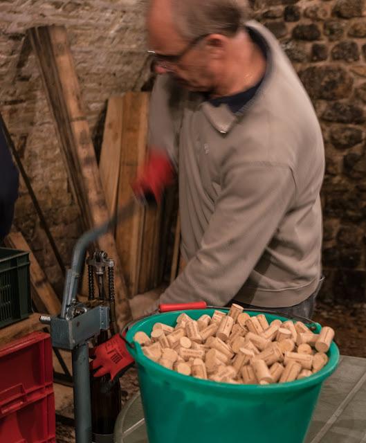 Embouteillage du chardonnay 2016. guimbelot.com - 2017-11-16%2BEmbouteillage%2Bdes%2Bchardonnay%2B-112.jpg