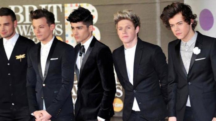 Akhirnya Zayn Malik Harus Bersaing dengan One Direction