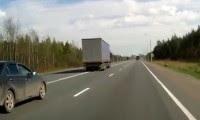 شاحنه تنحرف عن الطريق