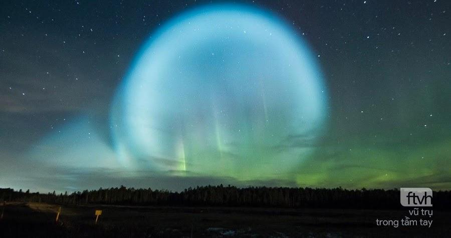 Quả cầu kỳ lạ phát sáng rực rỡ trên bầu trời Siberia, Nga