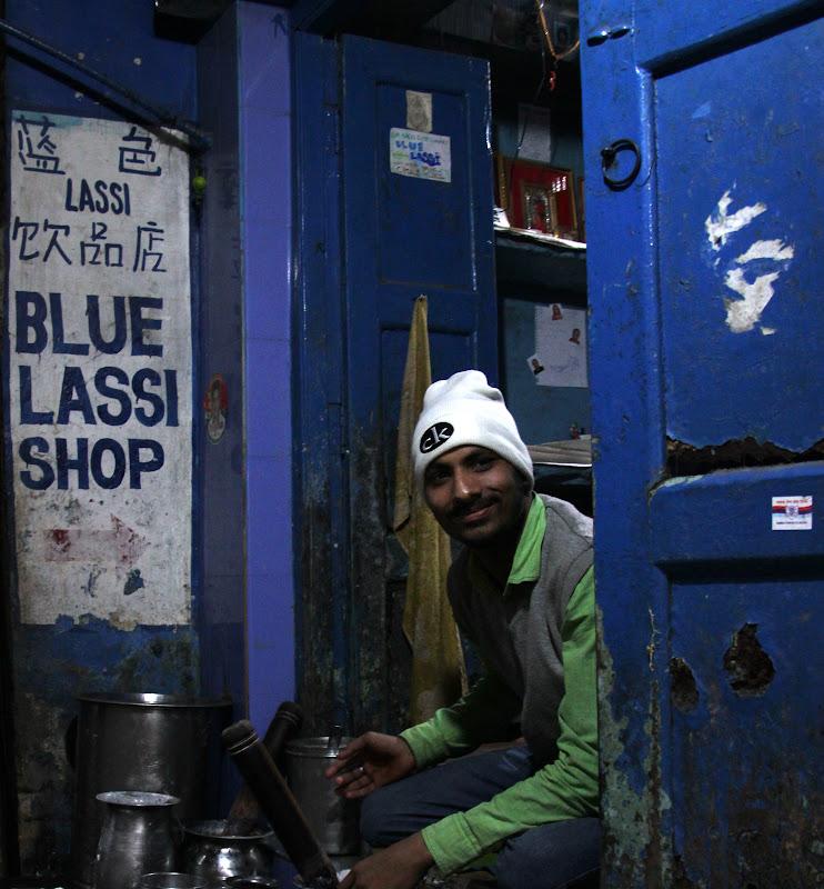 #Varanasibluelassishop #Uttarpradeshtourism #Travelblog