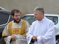 Mons.Szakál László esperes Zirik Kristóf diakónus.JPG