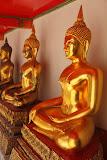 Buddha statues (© 2010 Bernd Neeser)