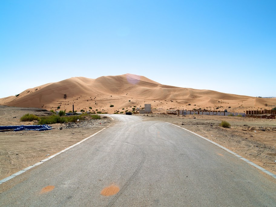 A large sand dune on the western outskirts of Al Ain, in the district of Zakher, known to some expats as Devil's Plunge