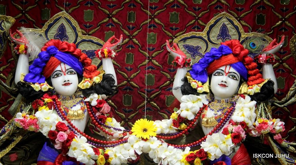 ISKCON Juhu Sringar Deity Darshan on 24th June 2016 (39)