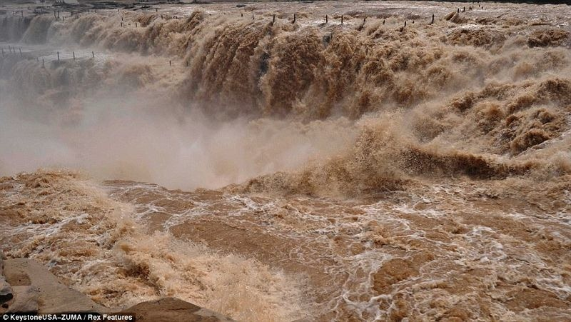hukou-waterfall-8