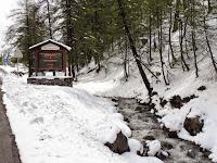 Entrée dans Montgenèvre, sous la neige en mai 2015 !