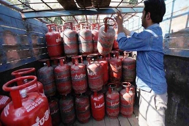 LPG cylinder gas : खाते में गैस सिलेंडर का पैसा आ रहा है ,कि नहीं ,घर बैठे चेक करें ऑनलाइन,