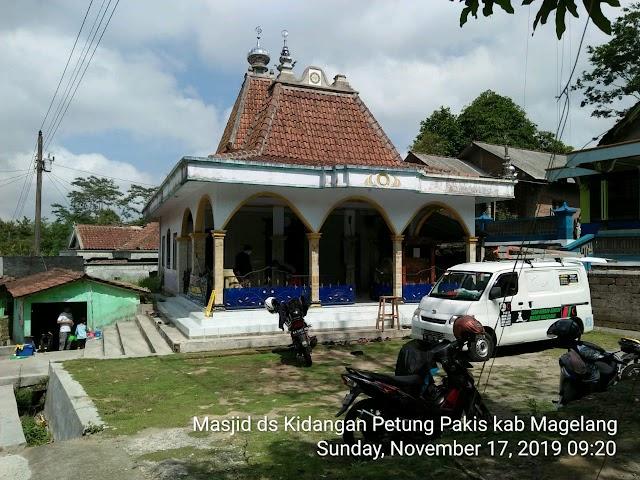 Kegiatan Bersih-bersih Masjid Dusun Kidangan, Desa Petung, Kecamatan Pakis, Kabupaten Magelang