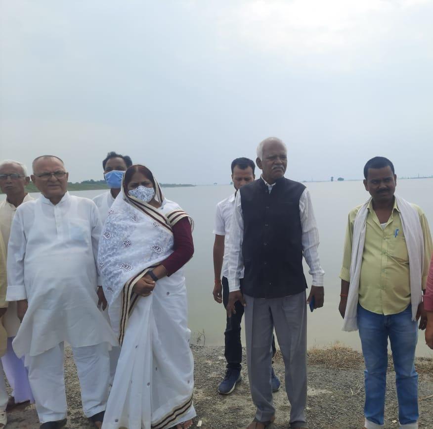 नामापुर गांव में नाव हादसा में 7 लोगो की मौत,मृतक के परिजन से मिले राजद नेता