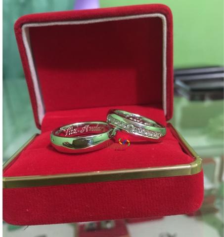 Cincin Pernikahan Emas