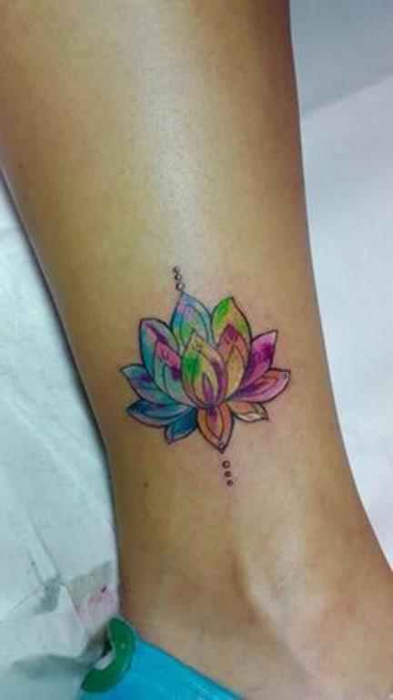 pequenas_e_coloridas_lotus_tornozelo_tatuagem