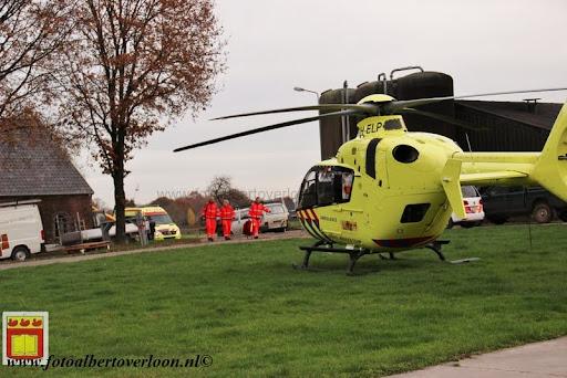 traumahelikopter landt in overloon 21-11-2012 (15).JPG