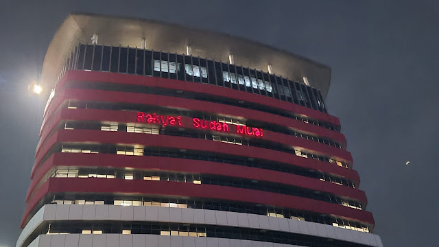 Gedung KPK Ditembak Tulisan Laser: Rakyat Sudah Mual