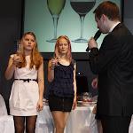 Tak se správně drží sklenička na sekt a víno