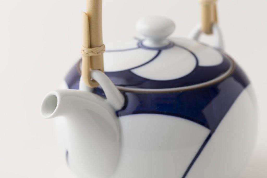 Brush-painted Nejiri-Ume Porcelain Teapot Twisted Plum