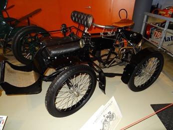 2019.01.20-059 Chenard et Walcker Quadricycle avant train fauteuil 1901