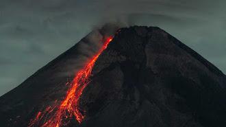 Status Siaga, Merapi Luncurkan 15 Kali Guguran Lava Pijar