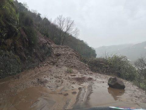 Estrada EM537, que liga Curvaceira - Penajóia a Resende cortada