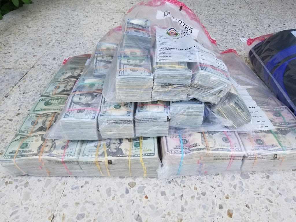 DNCD decomisa casi un millón de dólares a tres hombres en la 27 de Febrero