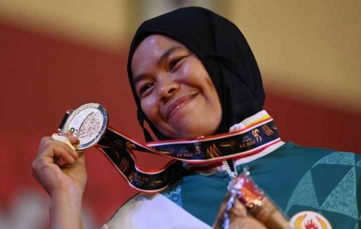 Desi Rahayu Warga Kp. Neglasari, Desa Karyasari Kec. Leuwiliang Kab. Bogor Sukses Meraih Medali Emas Cabang Olahraga Judo (PON) XX Papua 2021.