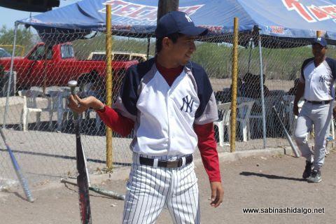 Antonio Zurricanday de Yankees en el softbol del Club Sertoma
