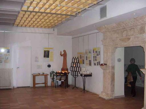 À l'intérieur de l'hôtellerie de la Sainte-Baume (monastère)