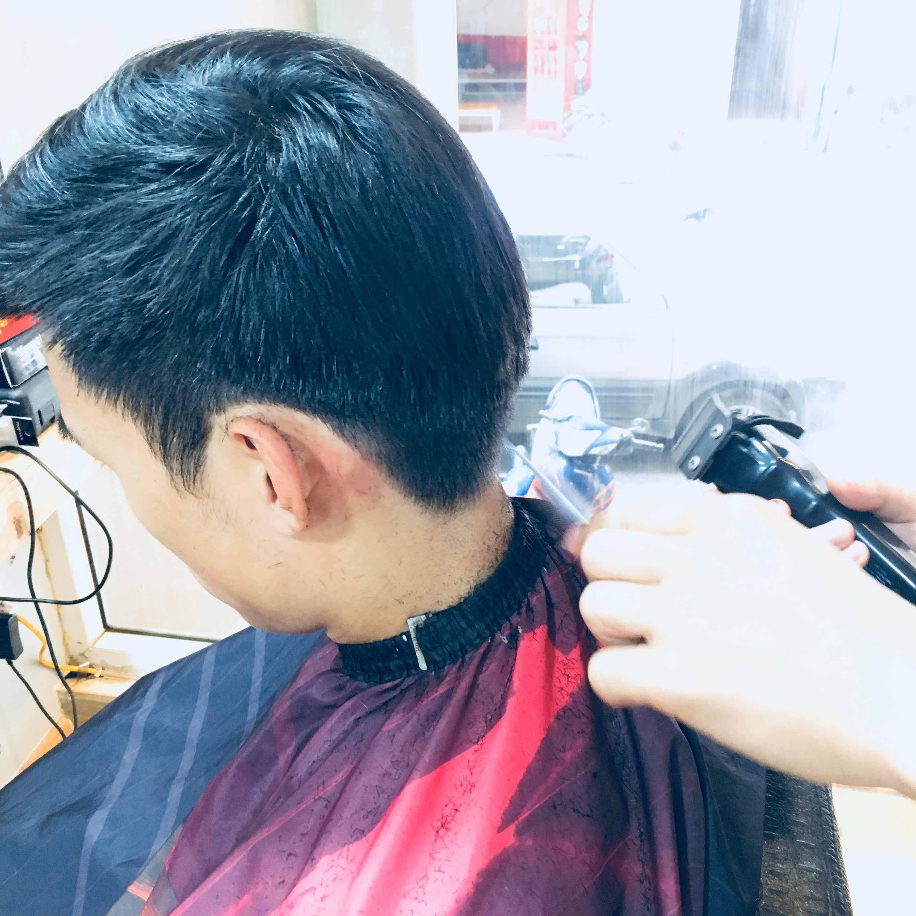 BARBER: Tìm hiểu kiểu tóc nam chân phương đối với thợ mới học nghề