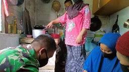 Budaya Gotong Royong dalam   Masak  Sate dan  Gulai Ayam,  TMMD Kodim Tapsel