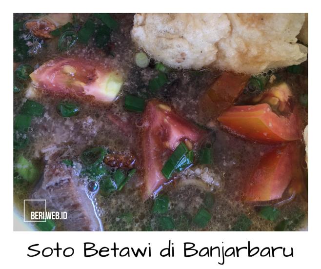 Soto Betawi, dari namanya saja kuliner ini cukup jelas berasal dari Betawi, Jakarta. Tapi sekarang untuk menikmati kuliner ini, tak perlu jauh-jauh pergi ke Jakarta. Sebab di Banjarbaru, kuliner berbahan dasar daging sapi ini sudah bisa ditemui.