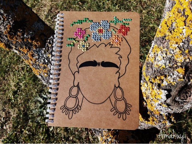Libreta-craft-bordada-punto-de-cruz-Frida-kahlo