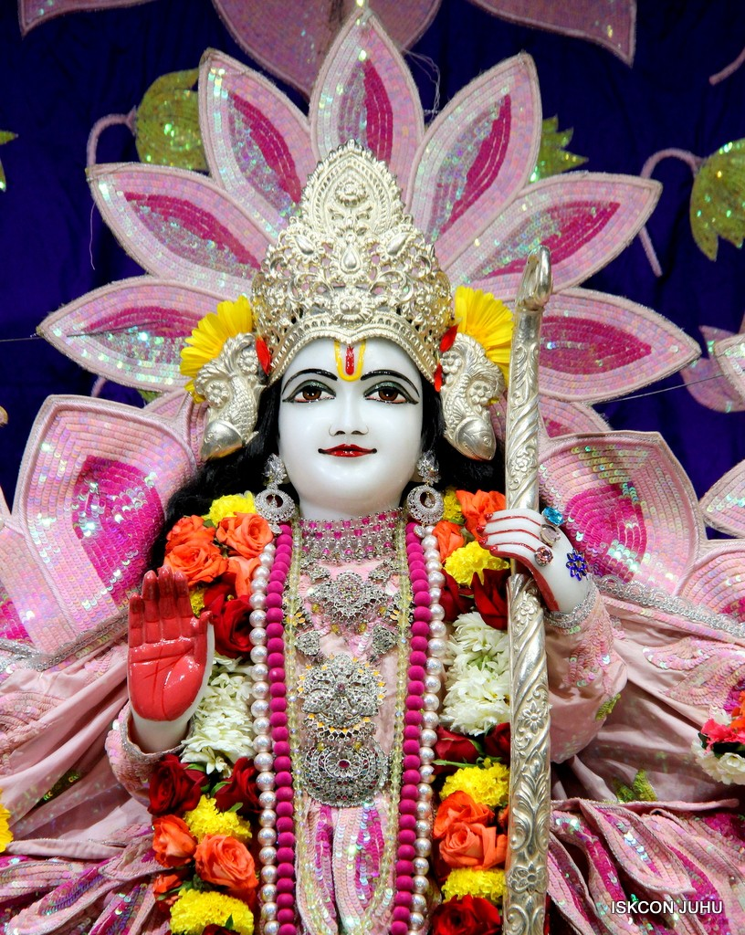 ISKCON Juhu Sringar Deity Darshan 5 Jan 2017 (21)