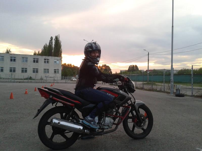 Занятия сексом на природе на мотоцикле