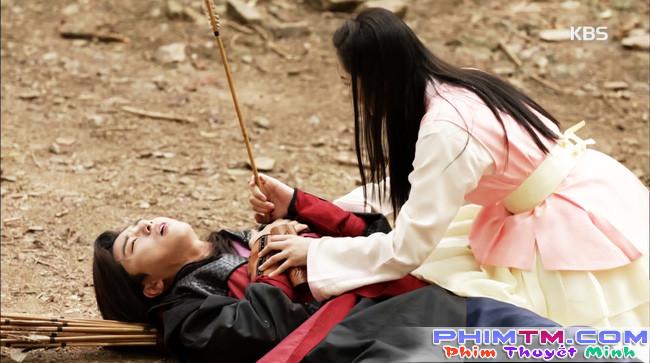 Hwarang: Vừa nói yêu Go Ara, Park Seo Joon lĩnh ngay một mũi tên chí mạng - Ảnh 15.