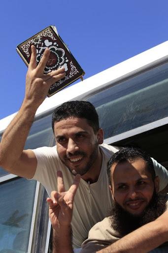 Exchange of Gilad Shalit for 1027 Arab Prisoners Arabs7