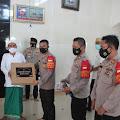Kapolres Kep Seribu Sambangi Toga, Tomas Dan Bagikan Takjil Buka Puasa Di Pulau Untung Jawa