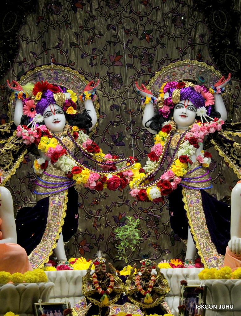 ISKCON Juhu Sringar Deity Darshan on 22nd Oct 2016 (23)