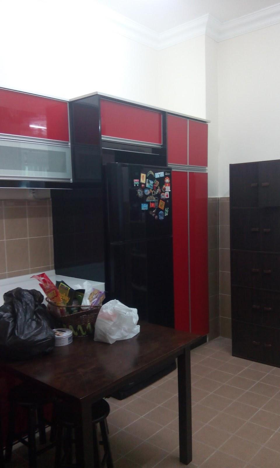 Untuk Carcas Atau Body Cabinet Kami Menggunakan Warna Hitam Glossy Sebab Tu Jadi Tiga Kaler Kabinet Dapur Ni Namun Begitu Ia Tetap Memberi Impak