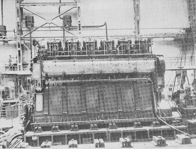 9- CIUDAD DE IBIZA. Motor de estribor en el banco de pruebas. Revista de Ingenieria Naval. Marzo de 1933.jpg