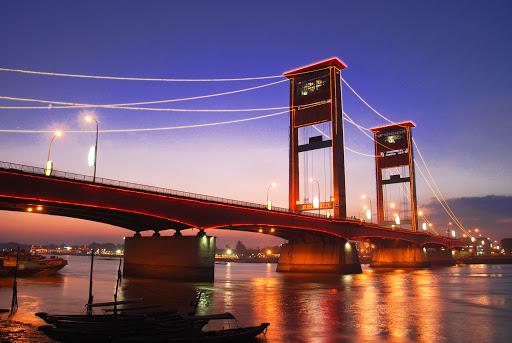 Aduh..... Jembatan Ampera Retak