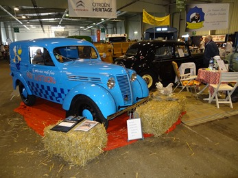 2017.09.23-068 Renault Juvaquatre Lustucru 1952