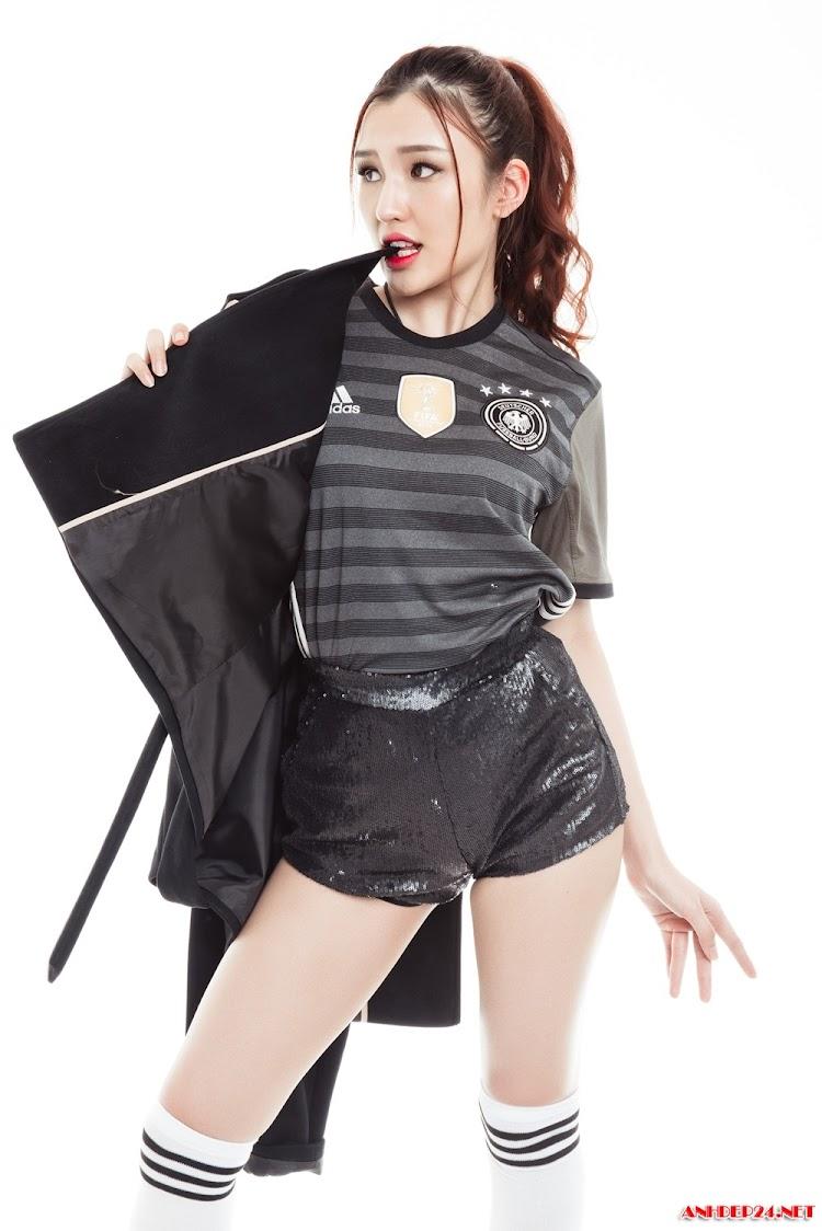 Đặng Phạm Phương cực sexy trong trang phục áo đấu