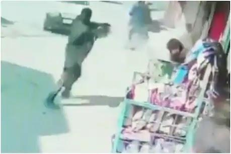 Srinagar Terrorist Attack: आतंकी हमले में 2 पुलिसकर्मी शहीद, CCTV में कैद हुआ खौफनाक मंजर