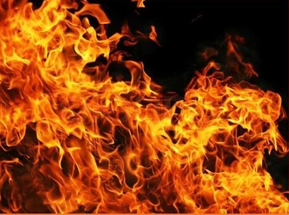 باپ نے بیٹے کو آگ لگا دی۔ علامتی تصویر