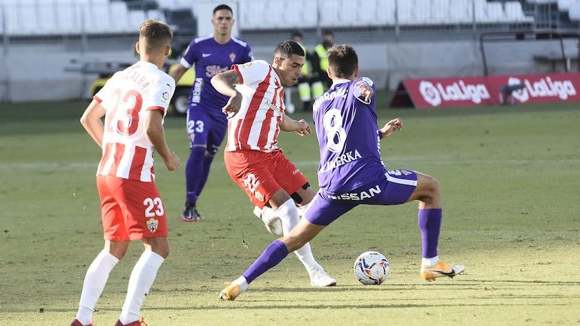 El centrocampista portugués se entrega en todos los partidos del Almería.