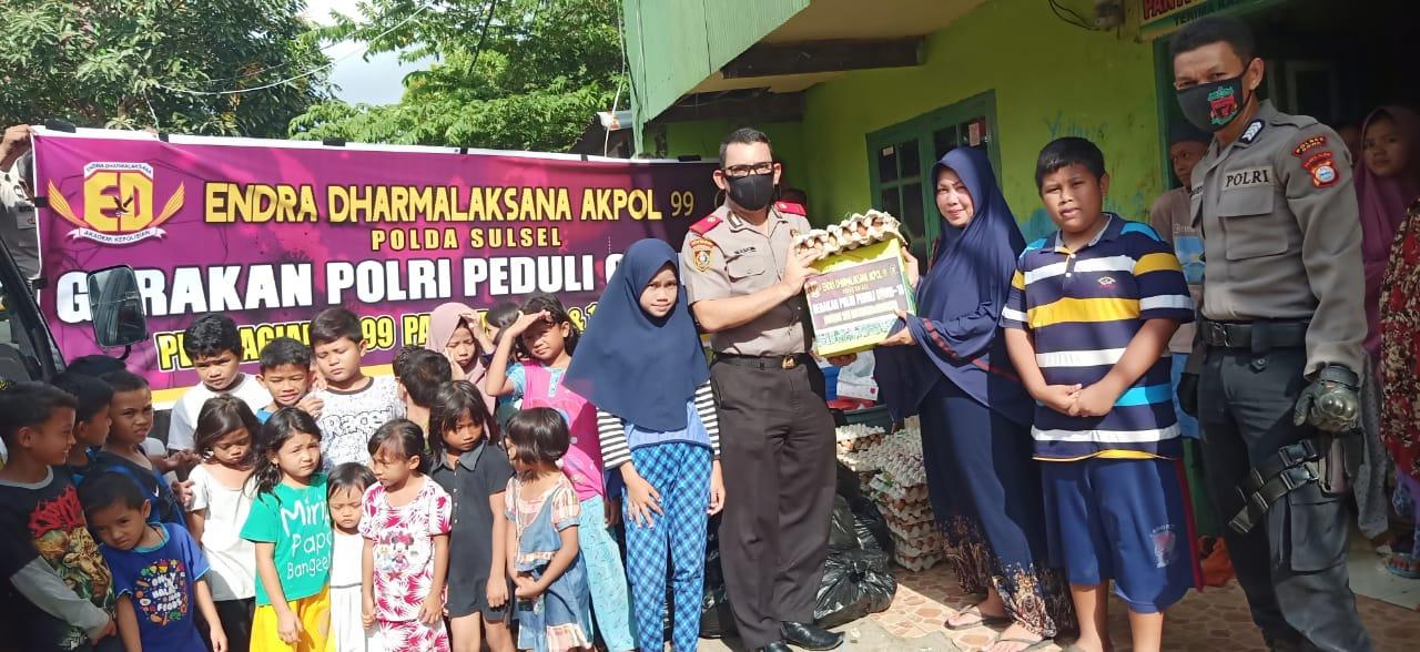 """Dua Hari Jelang Idul Fitri """"Akpol 99"""" Berbagi Sembako Buat Warga Gowa"""